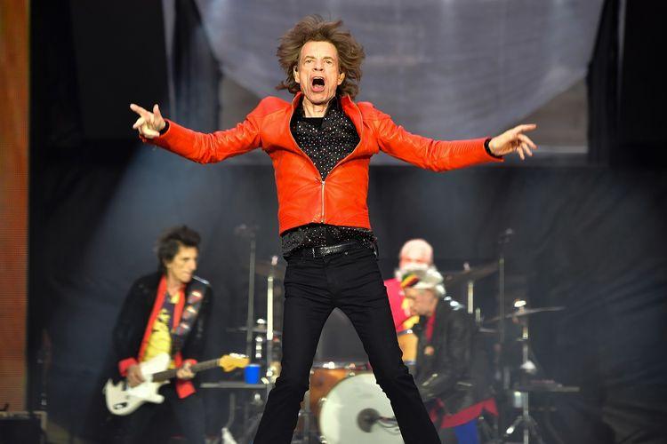 Vokalis Mick Jagger tampil bersama The Rolling Stones dalam konser di Olympic Stadium, Berlin, Jerman, pada 22 Juni 2018.