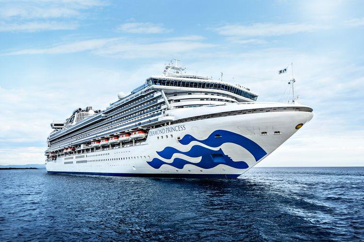 Ilustrasi kapal pesiar - Kapal pesiar Diamond Princess milik Princess Cruises.