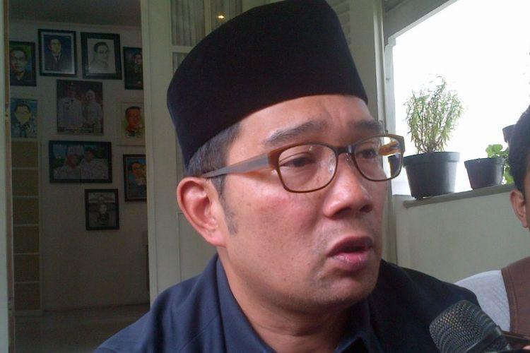 Wali Kota Bandung Ridwan Kamil saat diwawancarai wartawan di Pendopo Kota Bandung, Jalan Dalemkaum, Senin (20/3/2017).