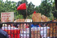 Mau Digusur, Warga Kampung Kumuh Demo di Balaikota DKI