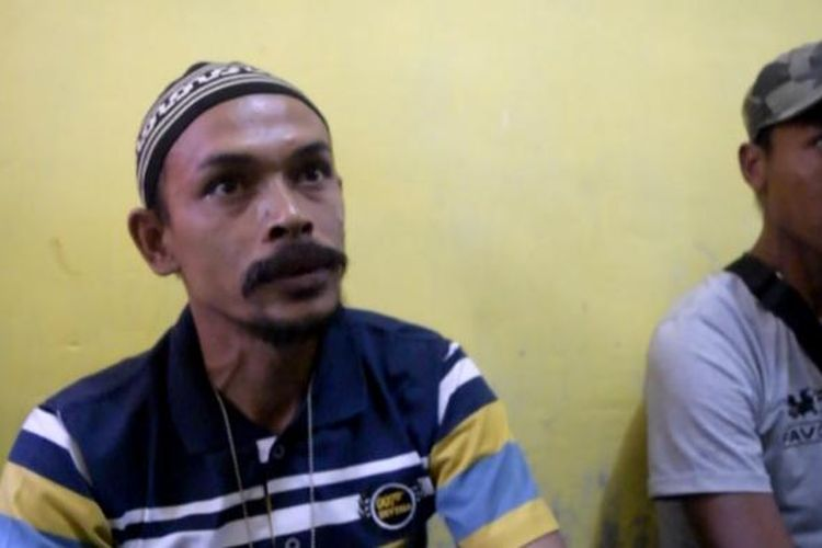 Din Minimi sedang bicara di rumahnya, Desa Ladang Baro, Kecamatan Julok, Aceh Timur, Sabtu (2/1/2015).