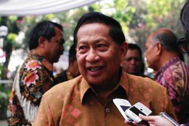 Menteri Perhubungan, E.E.Mangindaan.