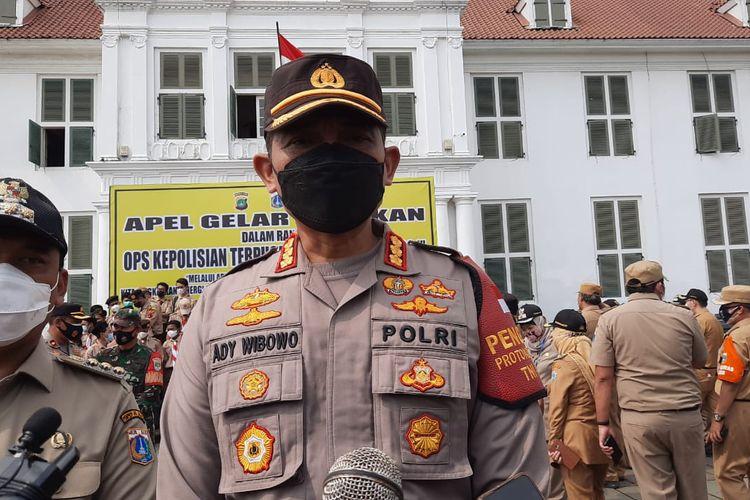 Kapolres Jakarta Barat Kombes Pol Ady Wibowo dalam  kegiatan Apel gelar pasukan operasi kepolisian Ketupat Jaya 2021, Rabu (5/5/2021).