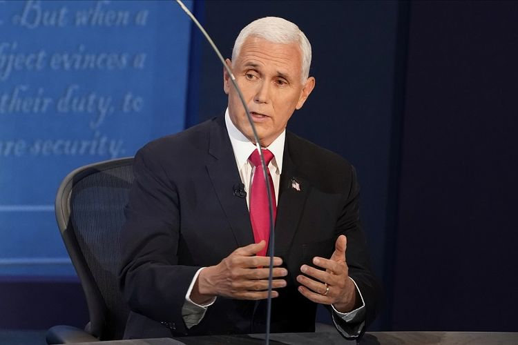 Wakil Presiden Amerika Serikat (AS) Mike Pence menjawab pertanyaan selama debat calon wakil presiden (cawapres), Rabu (7/10/2020), di Kingsbury Hall di kampus University of Utah, Salt Lake City, Utah, AS.