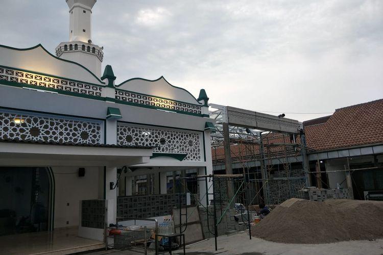 Revitalisasi Masjid Keramat Luar Batang, di Penjaringan, Jakarta Utara, Kamis (18/3/2021).