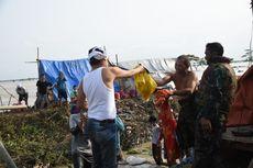 Lihat Pria Korban Tanggul Jebol Berdaster, Dedi Mulyadi Berikan Baju yang Dipakainya