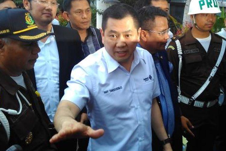 Mantan Komisioner PT Mobile 8 Hary Tanoesoedibjo memenuhi panggilan penyidik di Kejaksaan Agung, Jakarta, Kamis (17/3/2016).