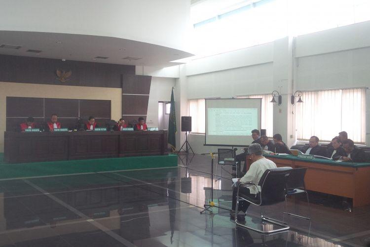 Sidang lanjutan kasus dugaan pelanggaran UU ITE dengan terdakwa Buni Yani kembali digelar di Gedung Dinas Perpustakaan dan Arsip (Dispusip), Jalan Seram, Kota Bandung, Selasa (17/10/2017)