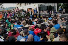 Demo Tolak Omnibus Law di Sorong Ricuh, Massa Lempari Polisi dan Gedung DPRD dengan Batu