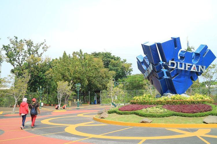 Wisatawan mengunjungi obyek wisata Dunia Fantasi Ancol, Jakarta, Sabtu (13/5/2017). Dunia Fantasi merupakan theme park di Indonesia yang memiliki 32 wahana yang bisa dicoba.