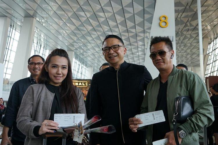 Dirut Garuda Indonesia Ari Askhara saat menyapa pelanggan di penerbangan Jakarta-Singapura, Rabu (4/9/2019).
