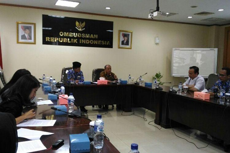Suasana jumpa pers Ombudsman RI terkait permasalahan PPDB Online di Jakarta, Senin (10/7/2017).
