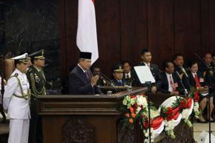 Presiden Susilo Bambang Yudhoyono menyampaikan pidato kenegaraan dalam sidang bersama DPR dan DPD RI di Gedung Parlemen, Senayan, Jakarta, Jumat (15/8/2014). Pidato kenegaraan tersebut disampaikan dalam rangka menyambut HUT Ke-69 Kemerdekaan Republik Indonesia yang jatuh pada 17 Agustus 2014.