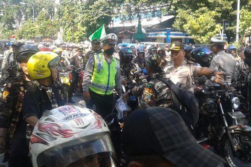 Dilarang Bawa Motor ke Depan Gedung MK, Simpatisan Prabowo Tantang Polwan