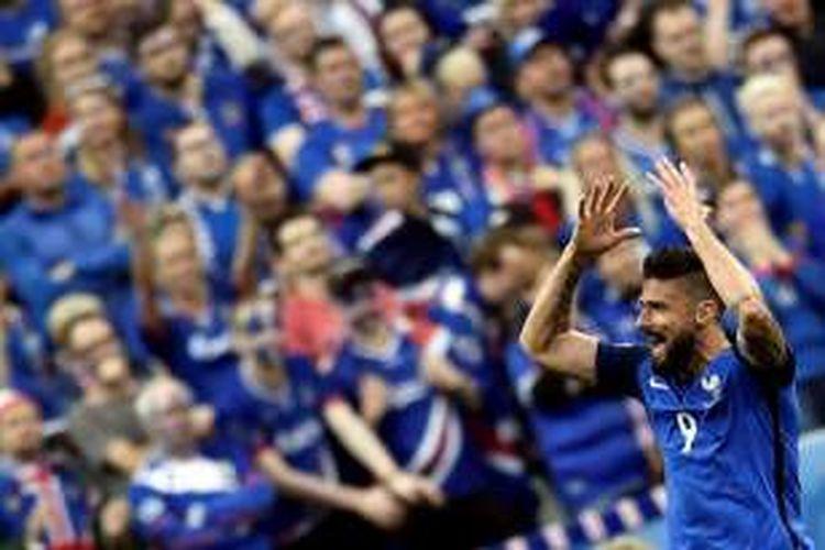 Penyerang Perancis, Olivier Giroud, merayakan gol ke gawang Islandia, dalam laga perempat final Piala Eropa 2016 di Stade de France, Minggu (3/7/2016) waktu setempat.