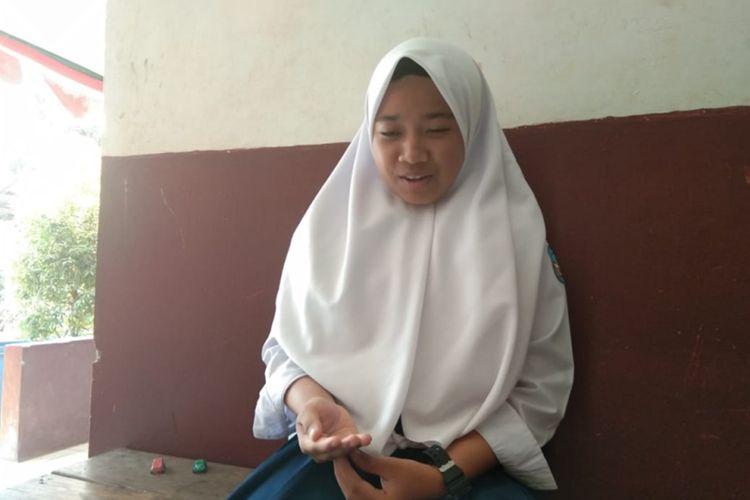 Esty Yulianty siswa kelas IX kelas jauh SMPN 1 Talegong yang viral