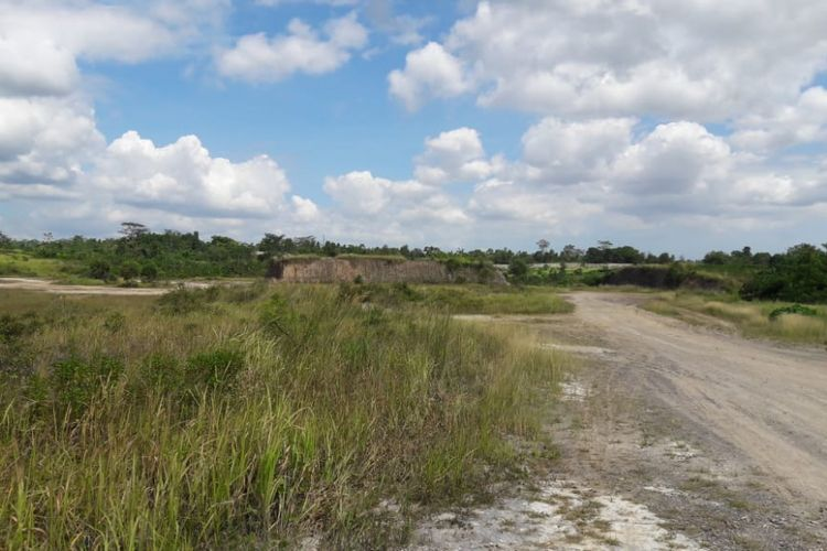 Lahan kosong di Kelurahan Kemanisan, Kecamatan Curug, Kota Serang dimana akan dibangun Sport Center Serang, Provinsi Banten.