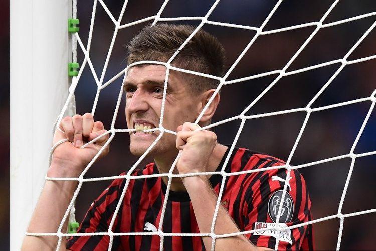 Penyerang Krzysztof Piatek, tampil pada laga kontra Inter Milan di Stadion San Siro, 21 September 2019.