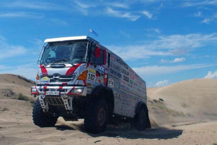 Hino 500 Series dengan jantung pacu A09C-TI turbo intercooler bertenaga 630 PS untuk Reli Dakar.
