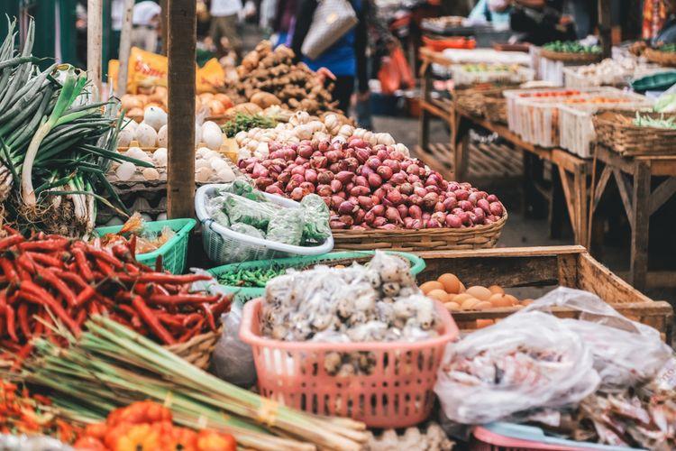 Ilustrasi bumbu dan rempah di pasar tradisional di Banyuwangi.