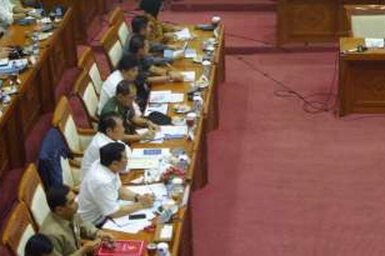 Rapat Komisi III bersama Menkopolhukam, Kepala BNPT, Kepala BIN, serta perwakilan Polri, TNI dan Kejaksaan Agung terkait pemberian amnesti kelompok Din Minimi di ruang rapat Komisi III, Kompleks Parlemen, Jakarta, Kamis (21/7/2016)