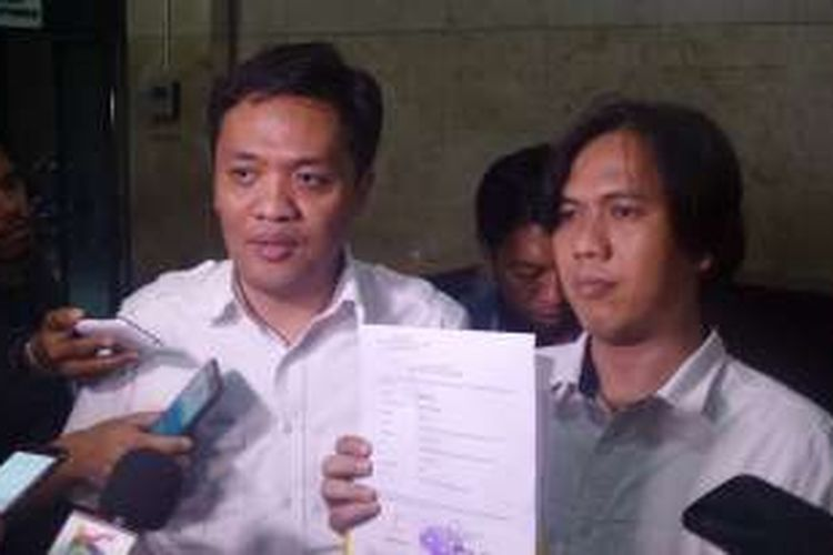 Wiraswasta bernama Herdiansyah didampingi kuasa hukumnya melaporkan Gubernur nonaktif DKI Jakarta Basuki Tjahaja Purnama alias Ahok atas dugaan pencemaran nama baik ke Bareskrim Polri, Kamis (17/11/2016).
