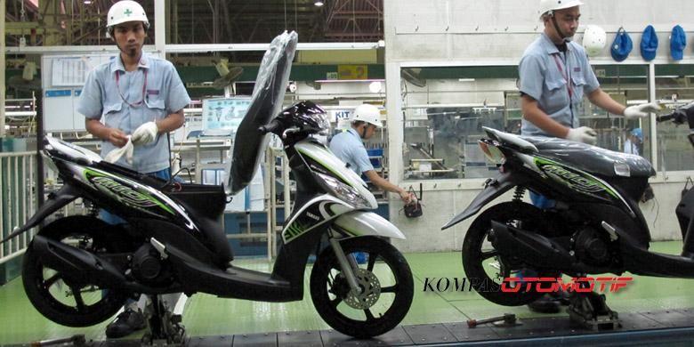 Aktivitas Yamaha di Pabrik Karawang. Tahun ini dicanangkan target penjualan lebih baik setiap bulan.