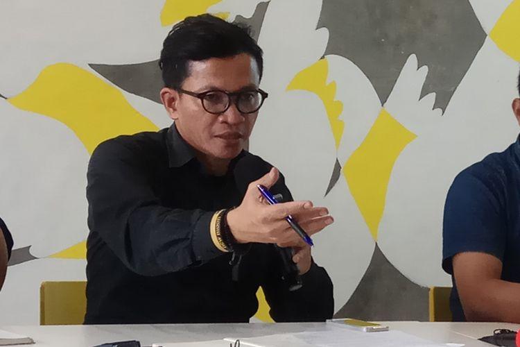 Direktur Amnesti Internasional Indonesia, Usman Hamid saat ditemui di kantornya, Jakarta, Jumat (20/10/2017).