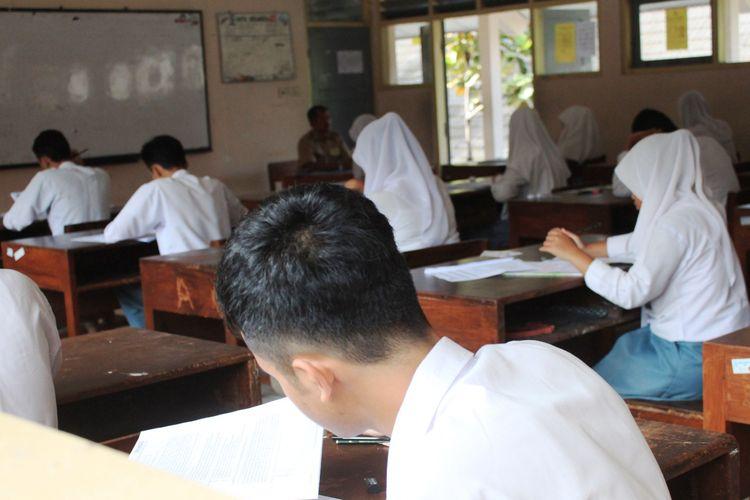 Ilustrasi siswa SMA ujian.