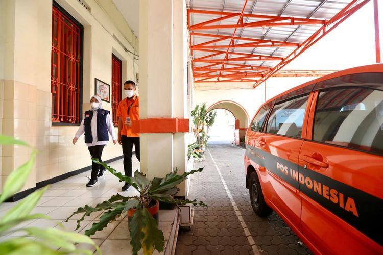 Bupati Banyuwangi Ipuk Fiestiandani mengecek persiapan penyaluran BST ke Kantor Pos, Rabu (21/7/2021).