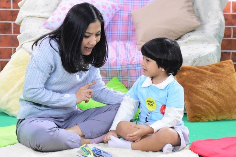 Mengajarkan anak tentang pentingnya hidup bersih dan sehat perlu dilakukan sejak dini.
