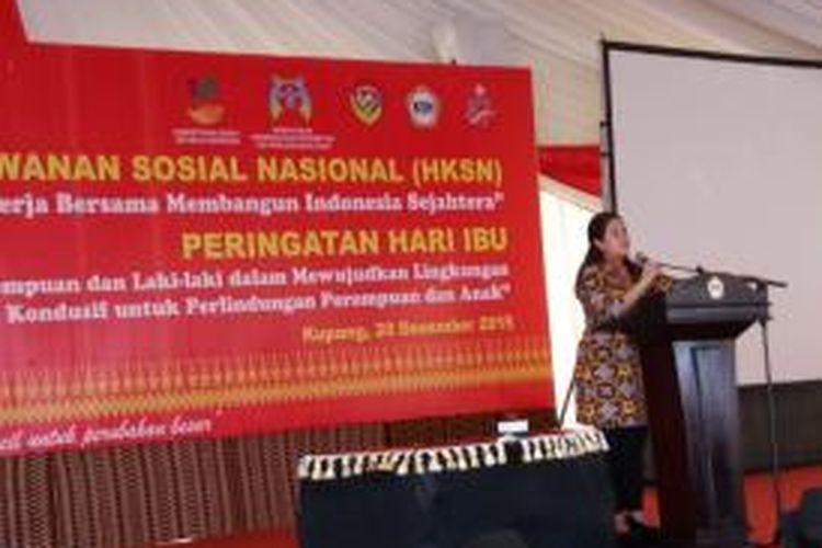 Menteri Koordinator Pembangunan Manusia dan Kebudayaan, Puan Maharani saat berbicara dalam peringatan hari ibu dan HKSN di Kota Kupang, NTT, Minggu (20/12/2015)