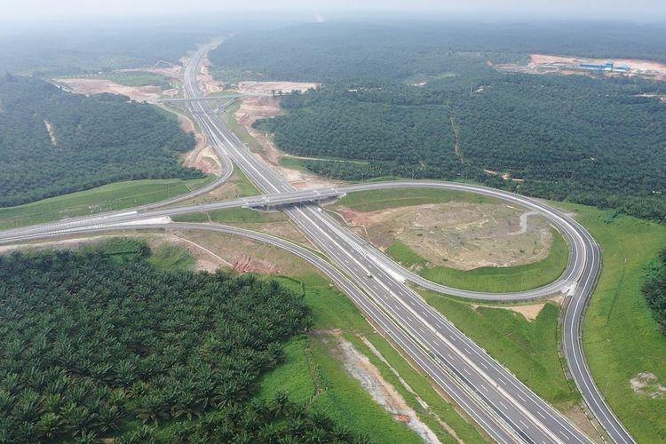 Jalan Tol Pekanbaru-Dumai menelan investasi sekitar Rp 16,21 triliun. Jalan Tol ini merupakan terpanjang ketiga setelah yang beroperasi setelah Tol Terbanggi Besar-Permata Panggang-Kayu Agung dan Tol Bakauheni-Terbanggi Besar.
