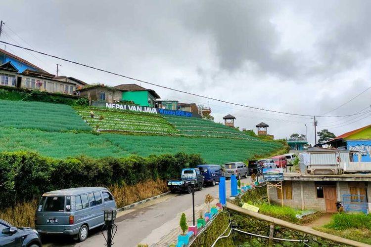 Obyek wisata Nepal Van Java di Dusun Butuh, Desa Temanggung, Kecamatan Kaliangkrik, Kabupaten Magelang, Selasa (4/5/2021).