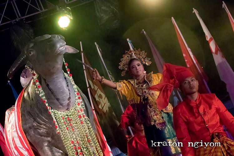 Salah satu penampil di Upacara Kebo Ketan III 2018, Al Farabi Squad di Kraton Ngiyom