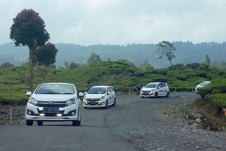Daihatsu Ayla 1.2L di kawasan Ciwidey, Bandung.