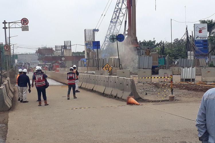 Gas bocor di Jalan Raya Bekasi, Cakung, Jakarta Timur, Kamis (12/3/2020).