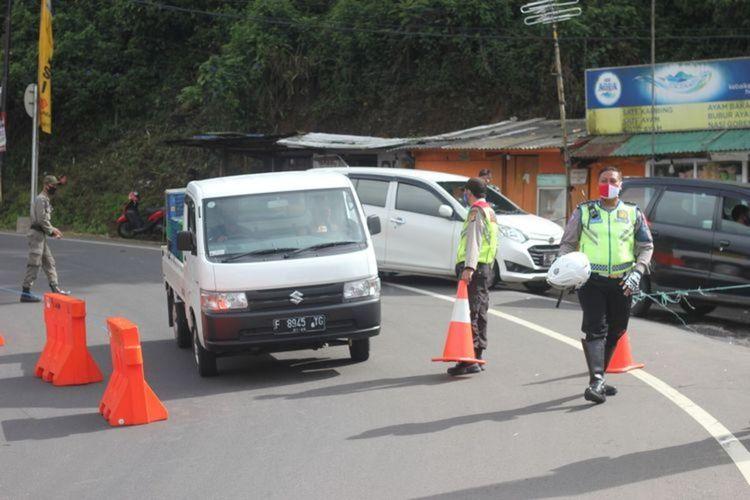 Giat penyekatan wilayah perbatasan di jalur Puncak Cianjur, Jawa Barat, yang dilakukan beberapa waktu lalu menyusul pemberlakukan PSBB di wilayah Jabodetabek, beberapa waktu lalu
