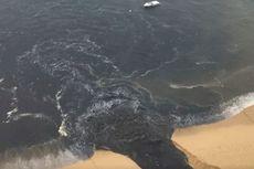 Video Rekam Momen Air Limbah Hitam Dibuang ke Pantai, Netizen Murka
