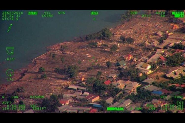 Sebagian wilayah pantai yang dihantam tsunami di Kota Palu, Sulawesi Tengah, Jumat (28/9/2018).