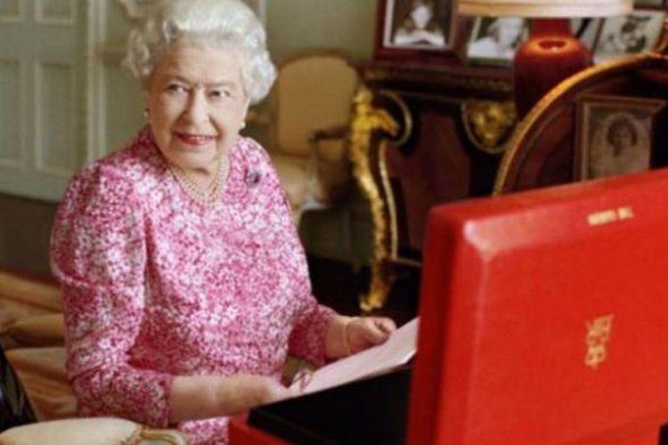 Istana Buckingham mengeluarkan dua foto baru Ratu Elizabeth II.