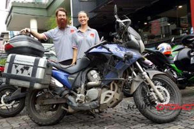 James dan Anna Markoja, mengarungi 23 negara di atas sepeda motor demi mencari kehidupan baru.