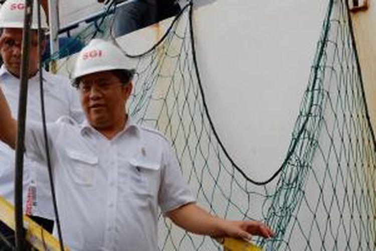 Menteri Komunikasi dan Informatika Indonesia Rudiantara meresmikan proyek pemasangan kabel serat optik PT Telekomunikasi Indonesia (Telkom) yang menghubungkan Luwuk, Sulawesi Tengah dengan wilayah Tutuyan, Sulawesi Utara. Peresmian dilakukan di Makassar, Minggu (3/5/2015).