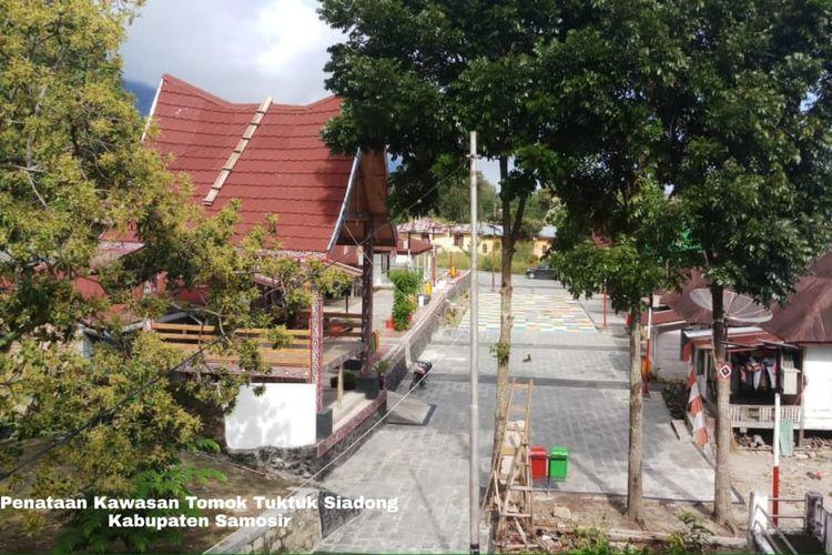 Kementerian PUPR juga telah menyelesaikan penataan kawasan di KSPN Danau Toba, yakni di Tomok, Kabupaten Samosir dengan anggaran sebesar Rp 3,4 miliar.