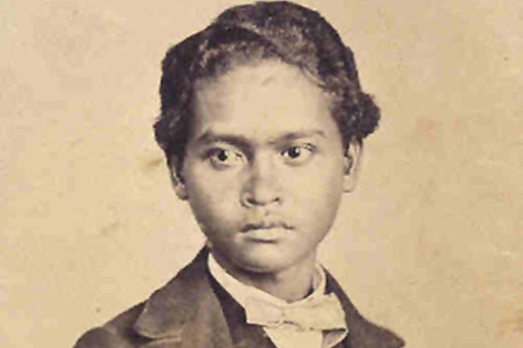 Satu-satunya kenangan. Foto Ali mengenakan baju Eropa dipotret di Singapura pada awal 1862