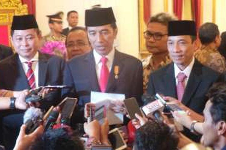 Presiden Joko Widodo bersama Menteri ESDM Ignatius Jonan dan Wamen ESDM Arcandra Tahar di Istana Negara, Jakarta, Jumat (14/10/2016)