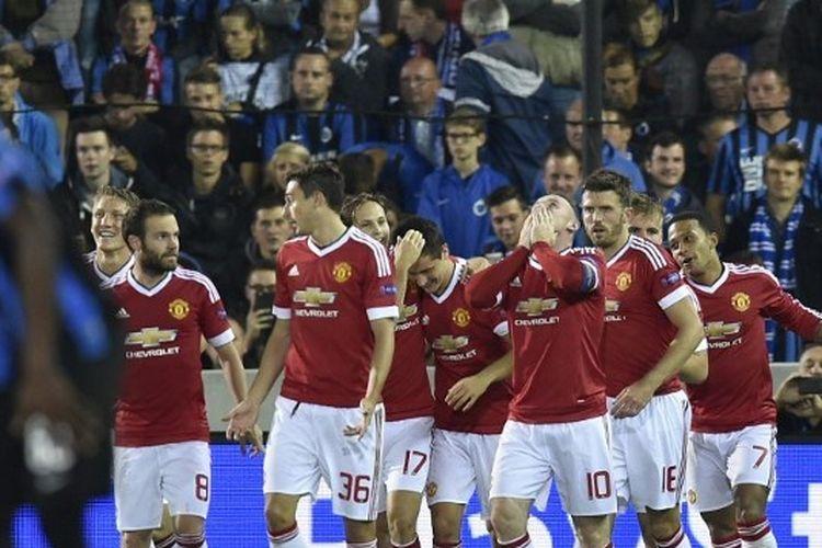 Skuad Manchester United kala merayakan hat-trick Wayne Rooney ke gawang Club Brugge, 27 Agustus 2015.