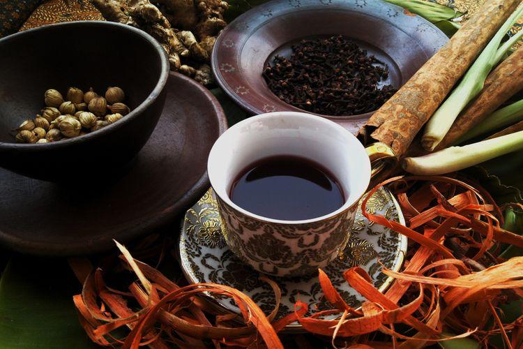 Ilustrasi beragam tanaman herbal dan rempah untuk membuat wedang secang.