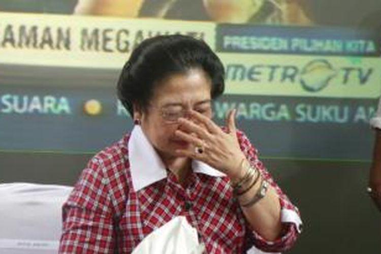 Ketua Umum PDI Perjuangan Megawati Soekarnoputri terisak