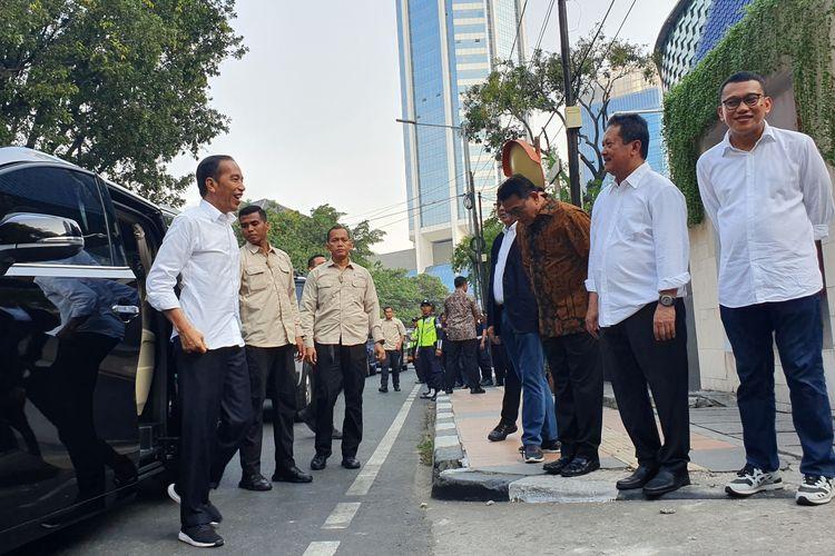 Presiden terpilih Joko Widodo tiba di acara pembubaran Tim Kampanye Nasional (TKN) di restoran Seribu Rasa, Menteng, Jakarta Pusat, Jumat (26/7/2019).
